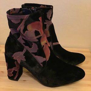 NWOT Steve Madden floral velvet boot